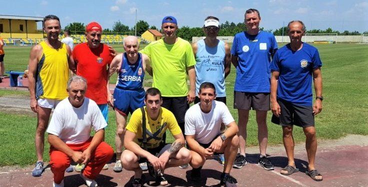 Atletičari pre nastupa u Senti | Foto: Vlastimir Jankov