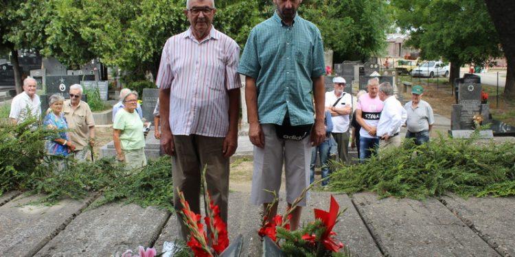 Delegacija boračke organizacije prilikom polaganja cveća | Foto: Vlastimir Jankov
