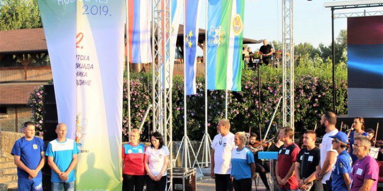 Olimpijska zastava se sada seli par desetina kilometara uzvodno u Adu   Foto: Vlastimir Jankov