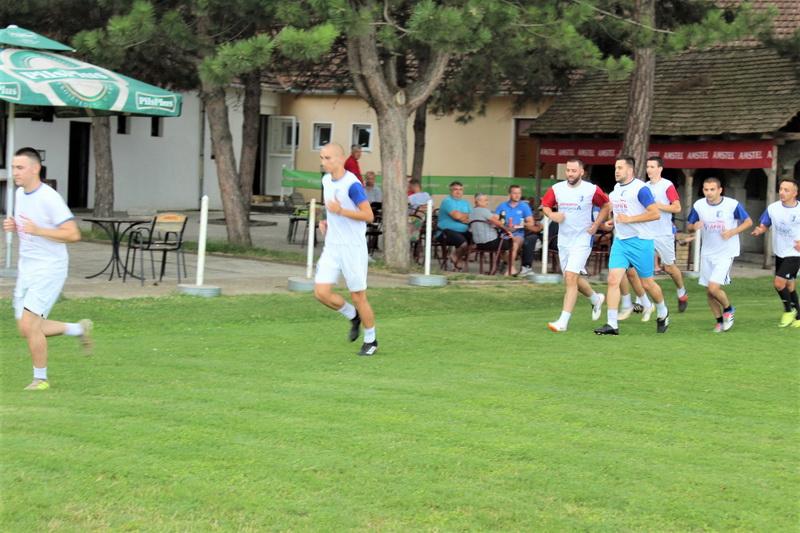 Prvi trening je bio samo zagrevanje trčanjem u grupama | Foto: Vlastimir Jankov