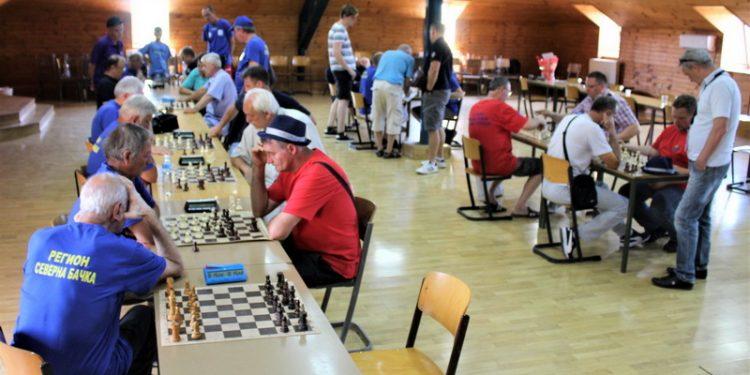 Šah je misaona igra i potezi su vučeni do mraka