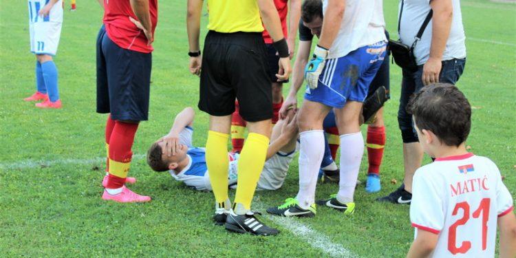 Bolna grimasa na licu Nenada Kudrića najavila je težu povredu   Foto: Vlastimir Jankov