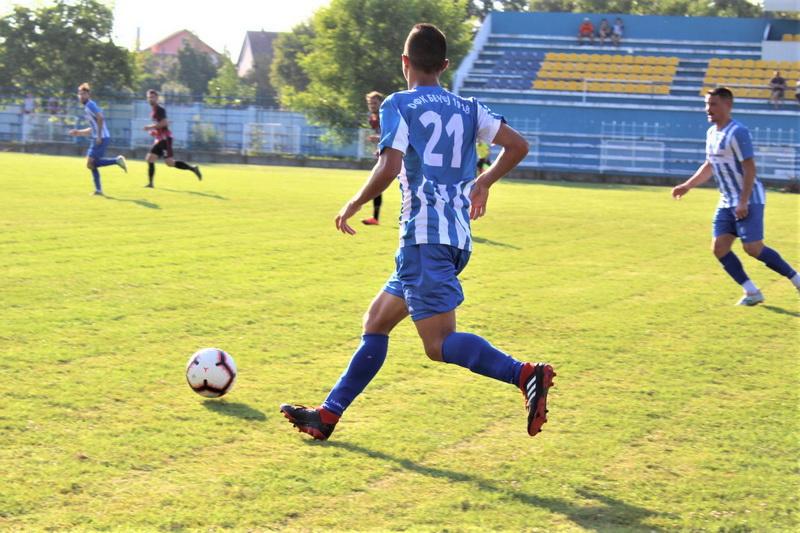 Dobra igra Nikole Savina na premijernoj utakmici za bodove | Foto: Vlastimir Jankov