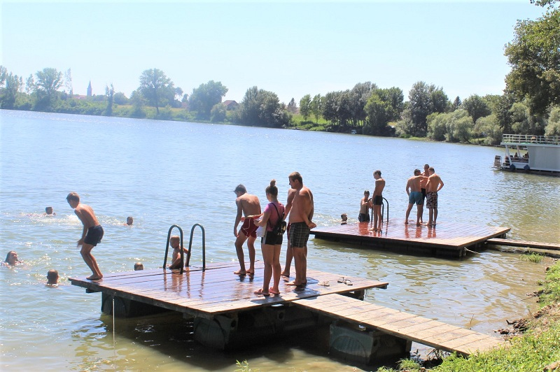 Mnogi su osveženje našli kupajući se u reci