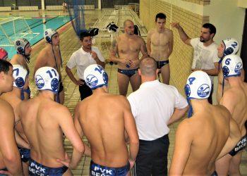Nema smetnji da trener Goran Krstonošić i dalje radi sa ekipom