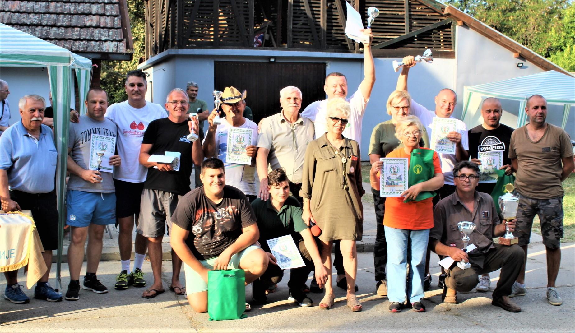 Organizatori lovačke fešte u Bečeju sa nagrađenima