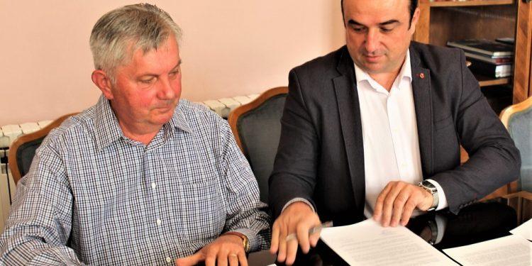 Datodavac Gruja Doroslovački i predsednik opštine Bečej Dragan Tošić | Foto: V. Jankov