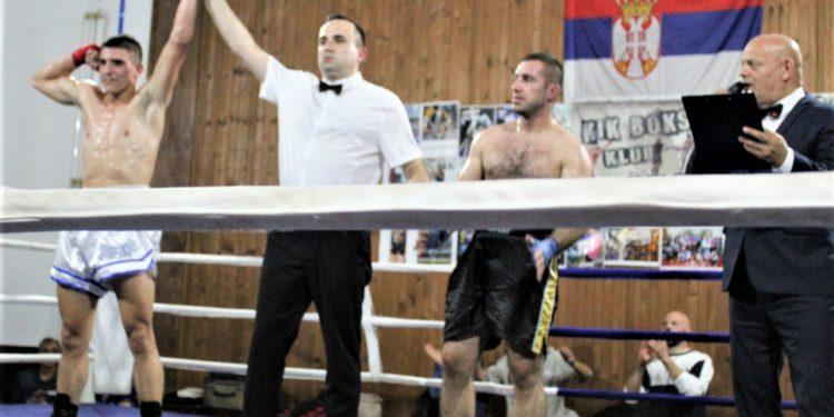 Nikola Vlajkov je zabeležio sigurnu pobedu u borbi večeri