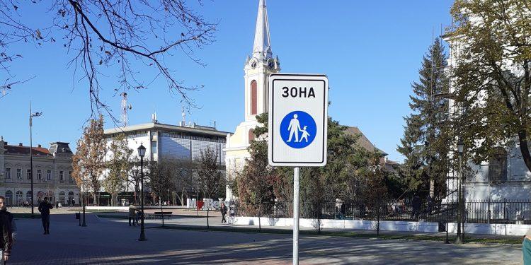 """Nova saobraćajna signalizacija na Trgu oslobođenja   Foto: JP """"Komunalac"""""""