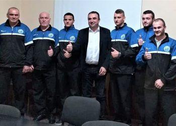 Predsednik opštine Bečej Dragan Tošić u društvu kugaša Vojvodine iz Bačkog Gradišta | Foto: V. Jankov
