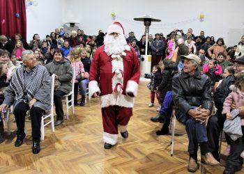 Deda Mraz je ponosno ušao u salu kao kao da de oslobodioc Picodera | Foto: V. Jankov