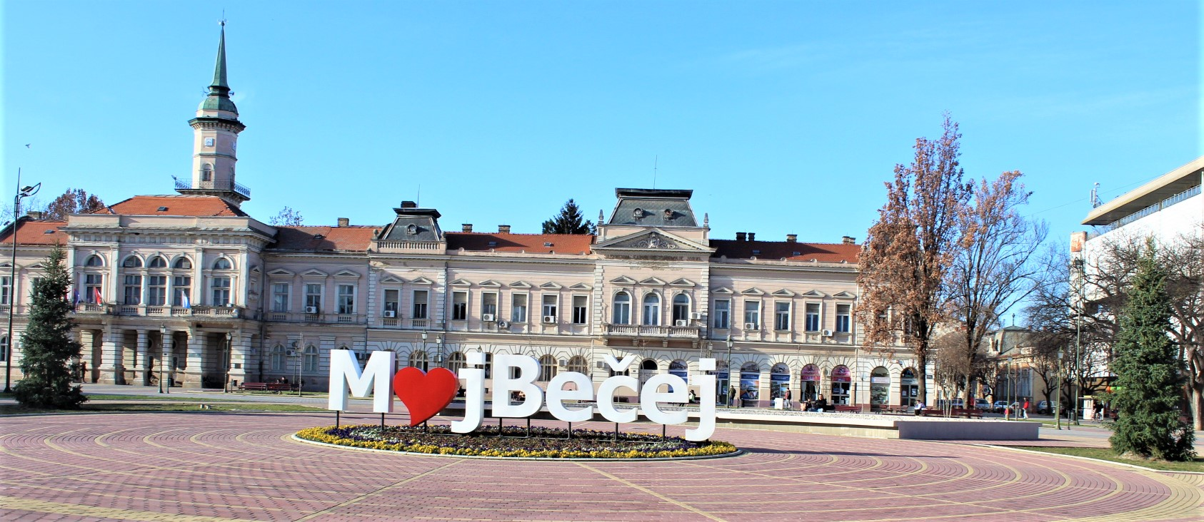 """Španske kraljice"" na centralnom gradskom trgu u Bečeju"