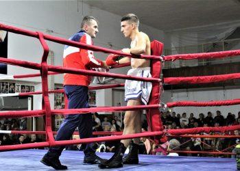 Trener Žarko Radović i bokser Nikola Vlajkov na minuloj reviji | Foto: V. Jankov