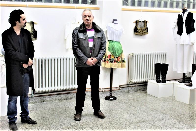 Direktor Gradskog muzeja Bečej Akoš Tojzan i autor izložbe Dušan Ivetić
