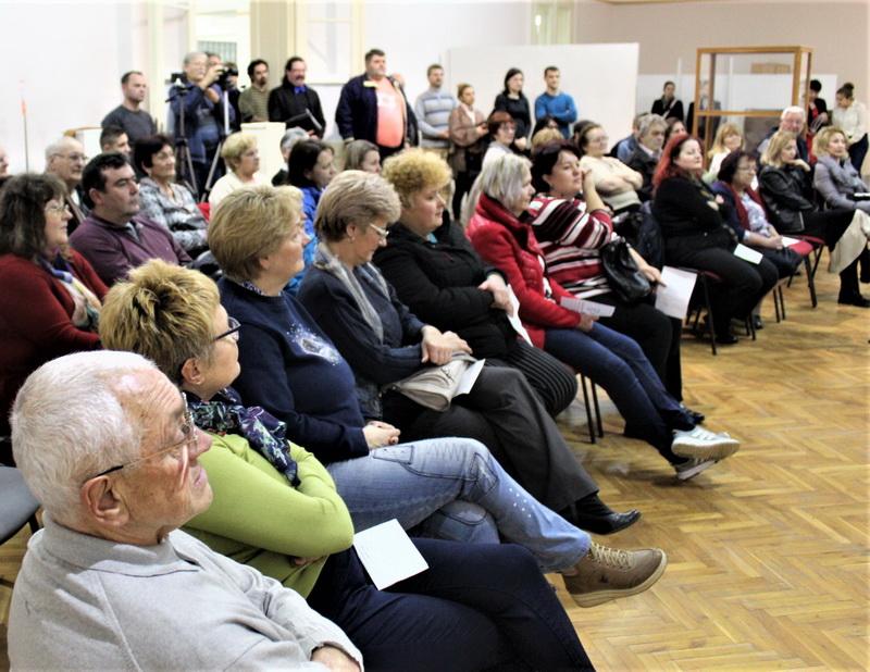 Publika je pažljivo slušala oba hora