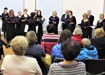 Sa koncerta Gradskog hora u bečejskom muzeju
