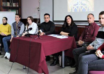 Učesnici brifinga s novinarima u bečejskoj Gimnaziji