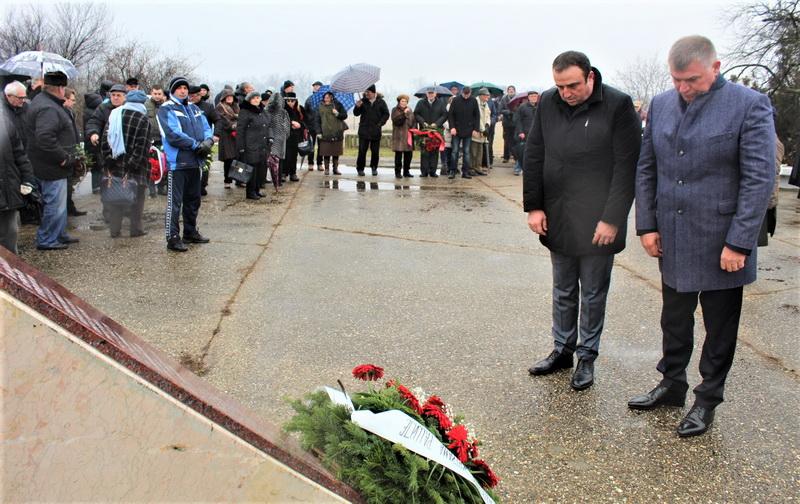 Predsednik opštine Dragan Tošić i predsednik parlamenta mr Nenad Tomašević položili su venac u ime lokalne samouprave
