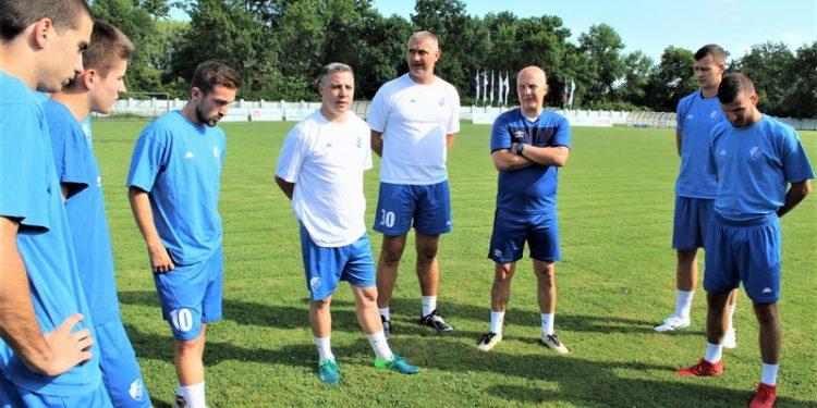 Sportski direktor Bečejaca Miloš Andrić (u sredini) na letošnjim pripremama
