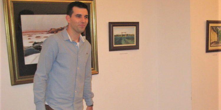 Bojan Stričević na svečanom otvaranju svoje samostalne izložbe