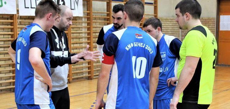 Trener Igor Šošo sa startnom postavom Bečeja
