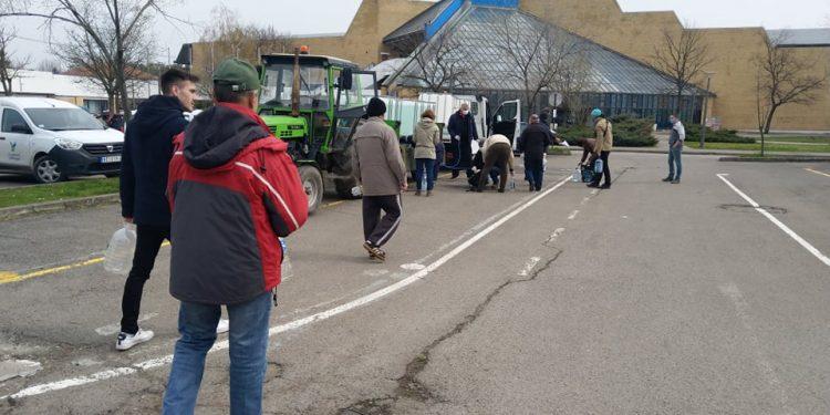 26. mart - Držalo se rastojanje među ljudima | Foto: Oskar Lukač