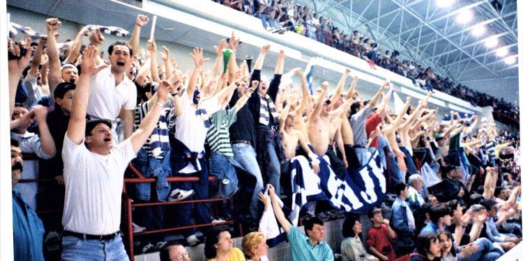 Nije bilo mesta ni za iglu kada su se igrale utakmice Lige šampiona u Bečeju