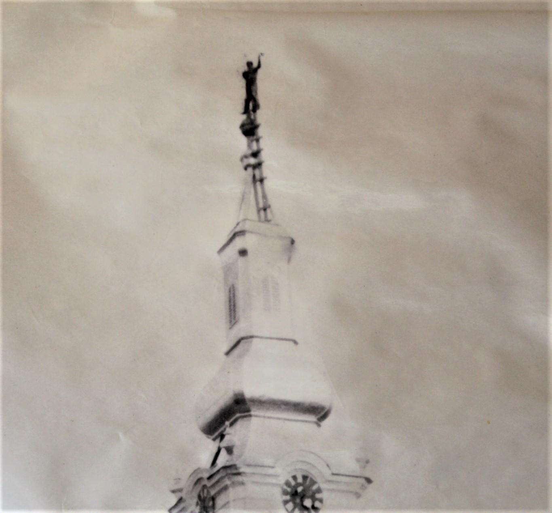 Majstor na samom vrhu crkvenog tornja u Trpinju