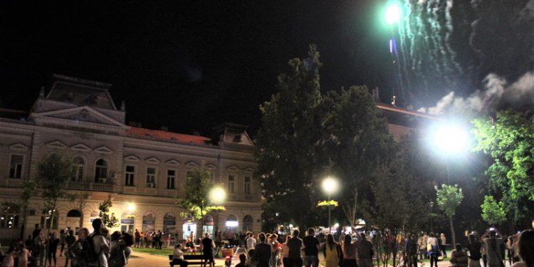 "Vatromet podsetio na zvezdane trenutke manifestacije ""Bečej noću"""