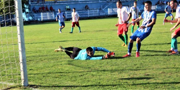 Momenat kad Siniša Nijemčević postiže gol u potiskom derbiju