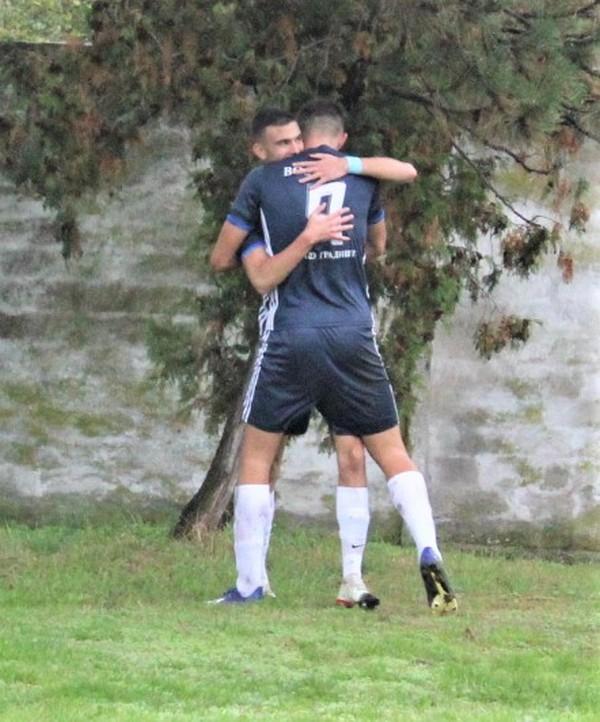 Bratislav Jelić strelac i Uroš Preradov asistent posle prvog gola