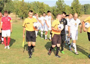 Pred početak utakmice kraj Tise između Jedinstva i Tomislavca