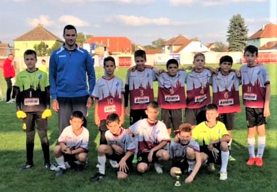 Trener Strahinja Gavrić sa svojim dečacima