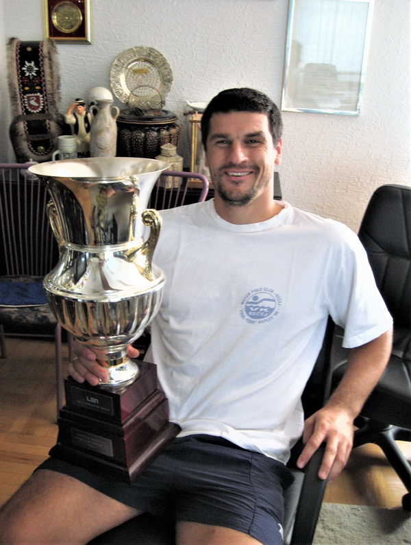 Goran Krstonošić s peharom prvaka Evrope odigrao je najviše evropskih utakmica za Bečej | Arhiva PVK Bečej