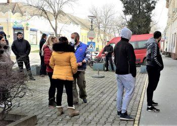 Čekao se red ispred zgrade Gradskog pozorišta za učešće u akciji