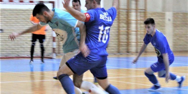 Sa komšijskog derbija Korać (10) i Tomić u u borbi za loptu
