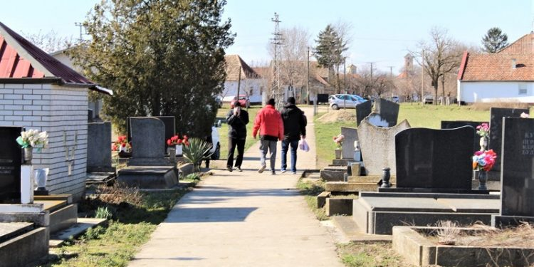 Slabija poseta bočarskom groblju na subotnjim Zadušnicama