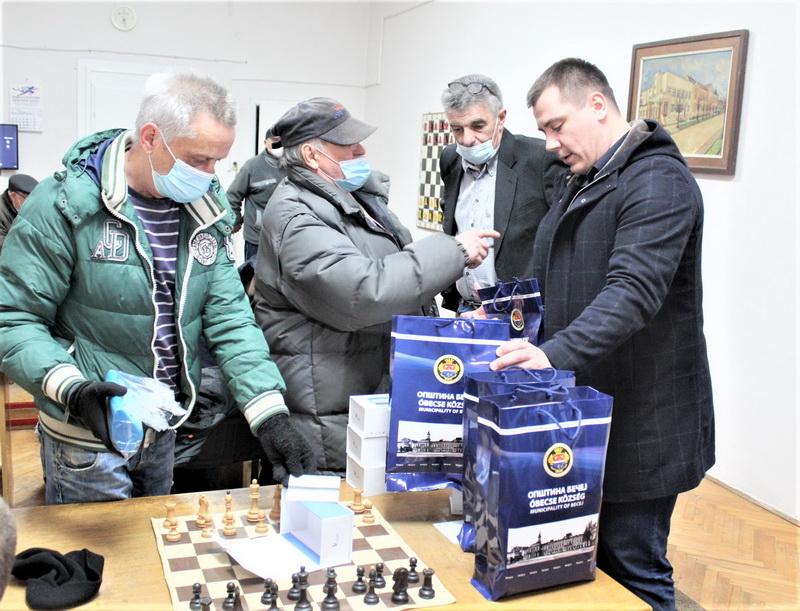 Poklon Šah klubu Pion su digitalni časovnici za mečeve