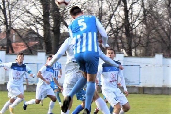 Damjan Todorović (5) dominira u vazduhu