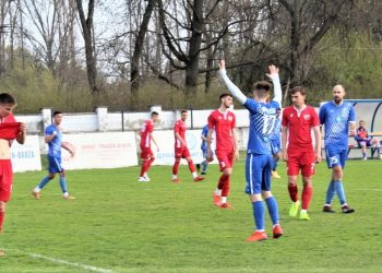 Siniša Nijemčević s podignutim rukama posle svog prvog gola