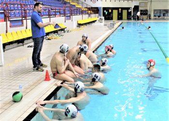 Vaterpolisti Bečeja s trenerom