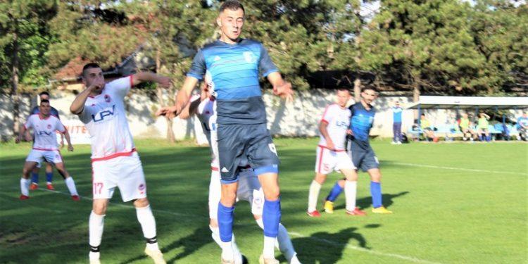 Bratislav Jelić u skoku uvek spreman da ugrozi protivnički gol
