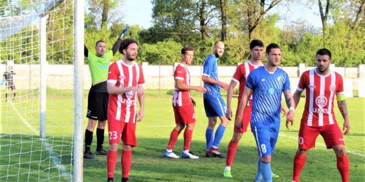 Ilija Tutnjević (8) stiže i pred protivniki gol