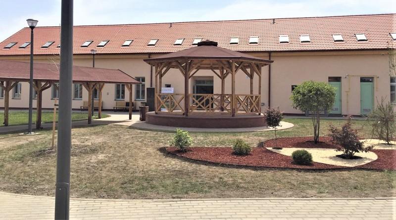 Letnja učionica ispred smeštajnog paviljona (FOTO: Maša Stakić