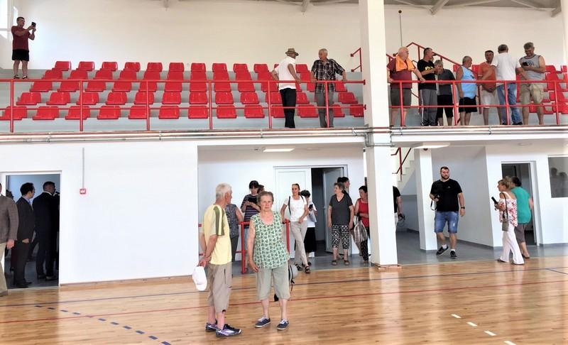 """Meštani Bočara prvi put u seoskom """"hramu sportova"""""""