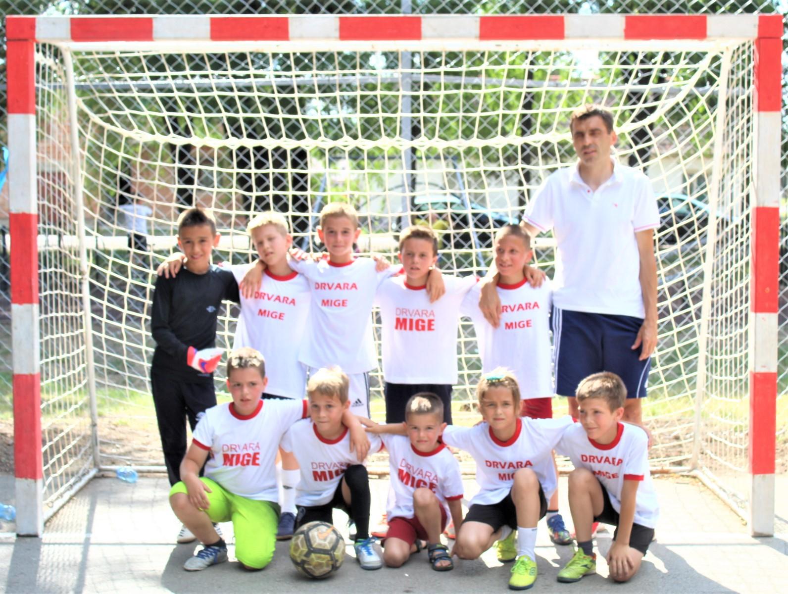 Pobednici u konkurenciji mlađeg uzrasta s trenerom Otom Bartom