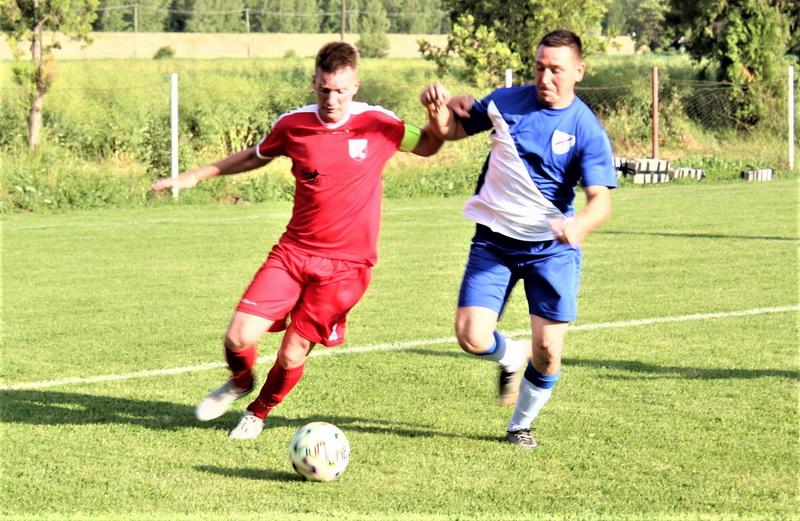 Šandor Mihalec (crveni dres) postigao je oba gola za Jedinstvo