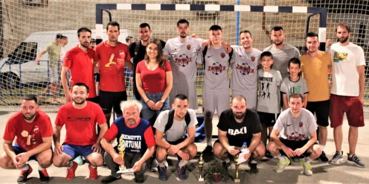 """Tri prvoplasirane ekipe bečejskog turnira """"tri na tri"""" s organizatorima"""