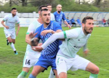 Luka Krajinović je često u sendviču dvojice protivničkih igrača