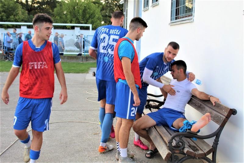 Kapiten Vladan Vorgučin i ostali su posle utakmice pobedu poklonili povređenom Nikoli Tomiću